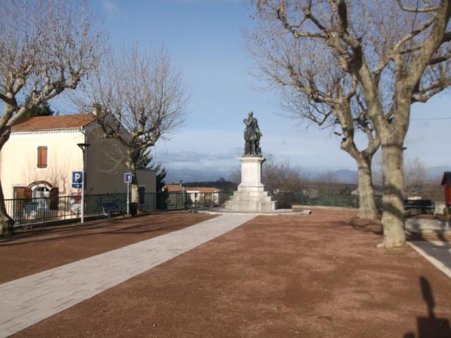 Statue à Villeneuve de Berg, lieu de naissance Olivier de Serres