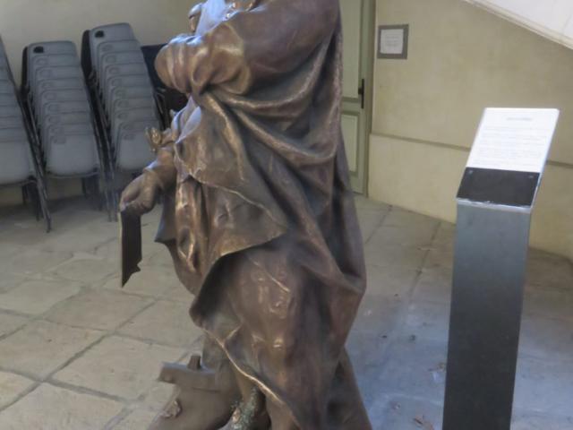 Statue à l'hôtel de ville d'Aubenas