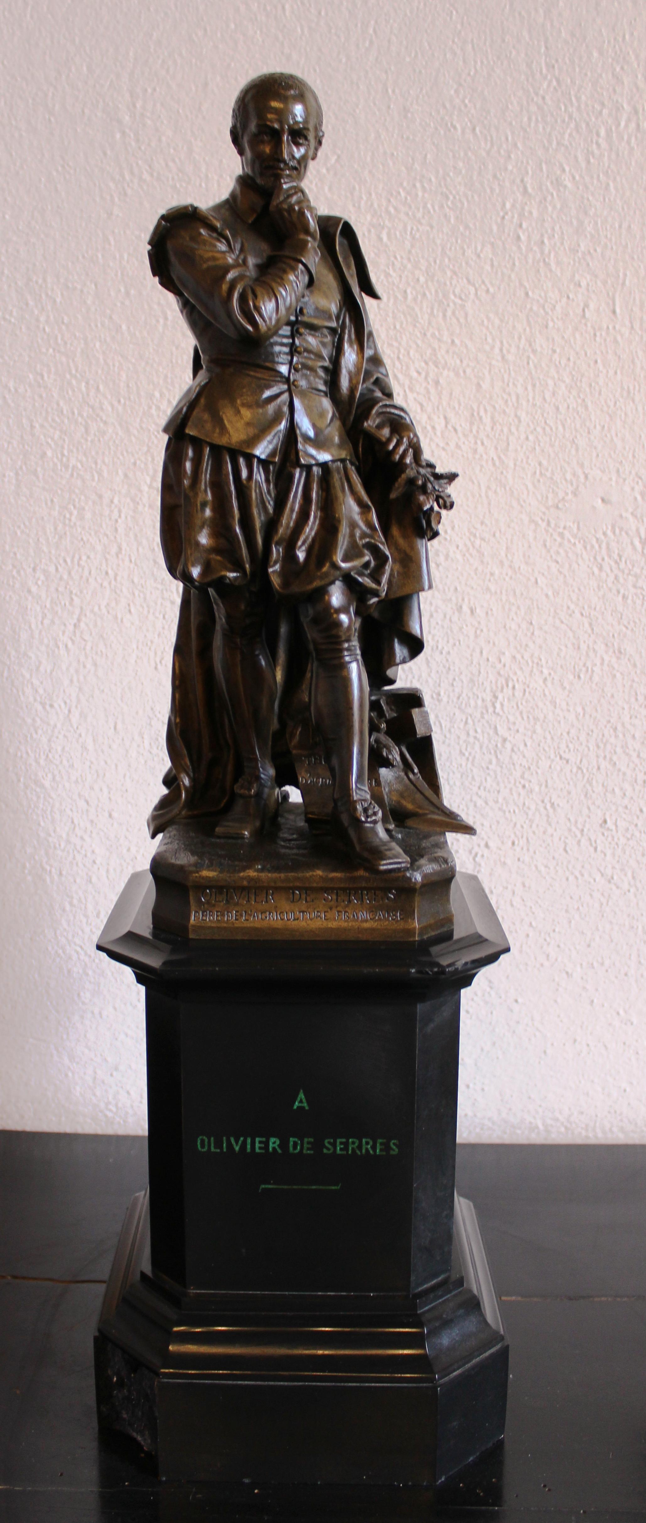 Statue d'Hébert en mairie d'Aubenas