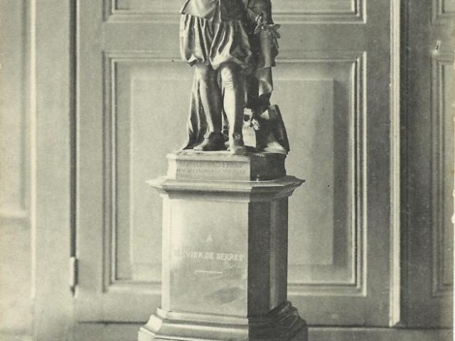 Statue Hébert Mairie d'Aubenas